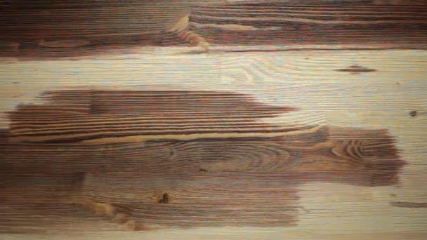 Dřevomalba štětcem s hnědou barvou