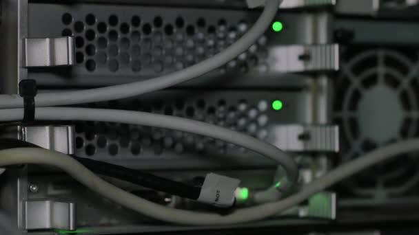 grüne Ampel in der Nähe von Computerventilator