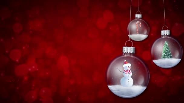 Houpající se ornamenty na červené smyčce