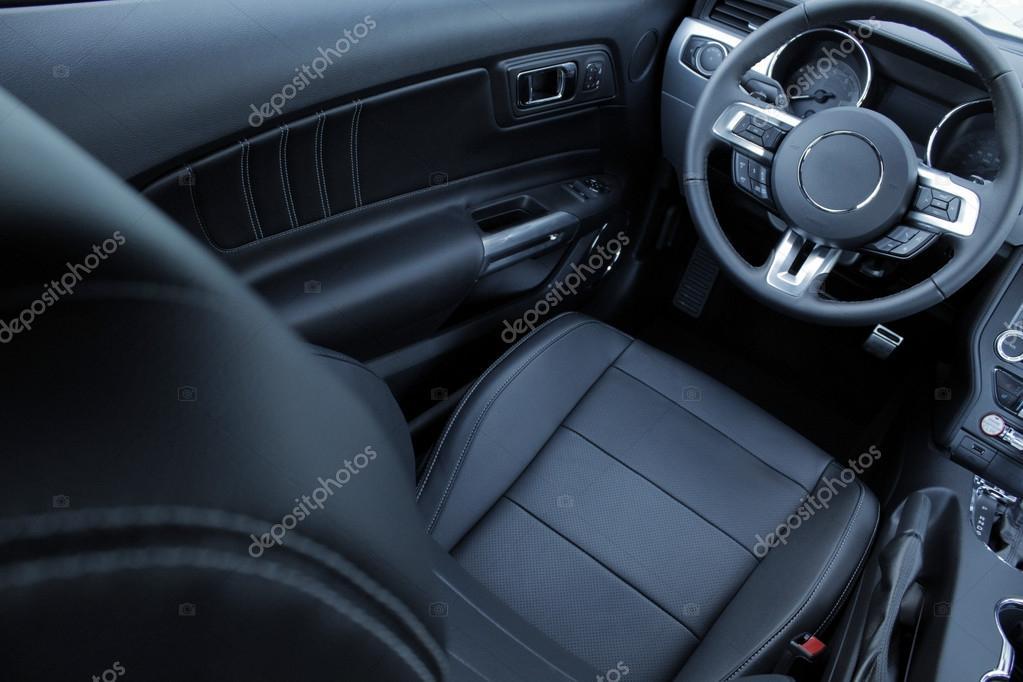 Lederen stoel bekleding in het interieur van de auto — Stockfoto ...