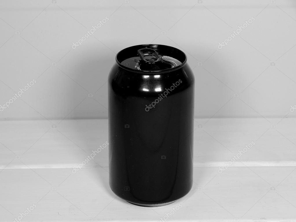 Estudio De Lata De Aluminio Negro Aislado