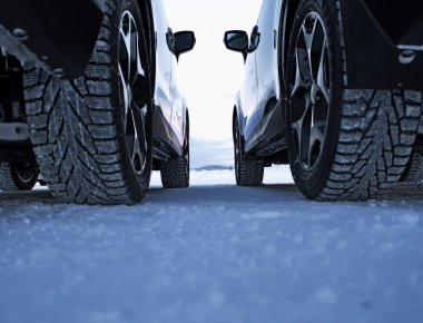 Studded winter tires against studless winter tires