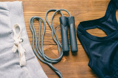 Sport Pants, a sports bra and jump rope