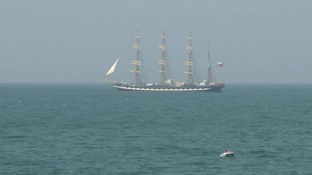 Négy árbocos barque Kruzenshtern a vitorlázás, a Fekete-tenger