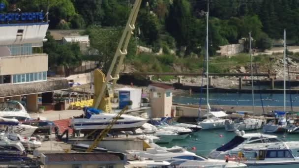 Přístav plachtění centrum v městě Soči, Kavkaz, Rusko, Černé moře