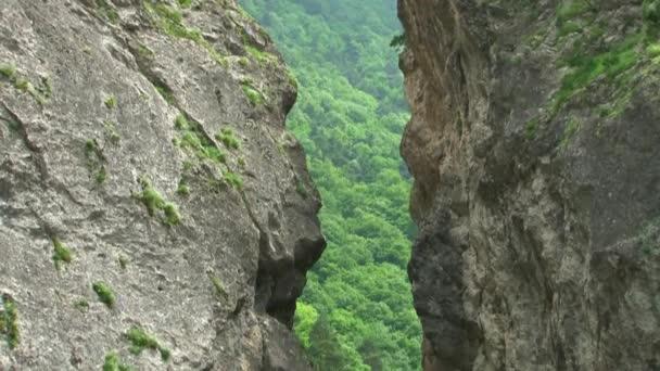 Kurtat soutěska v Severní Osetii. Kaňon