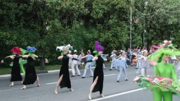 Ünnepi karnevál a városban, Sochi, Oroszország