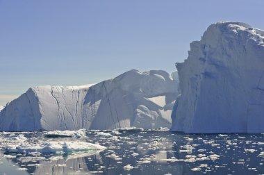 Huge icebergs