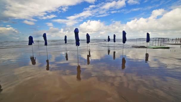 Tenger partján strand hullám dagály surf tengerpart óceán