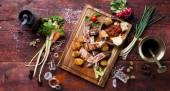 Fotografie Potraviny na dřevěné desce