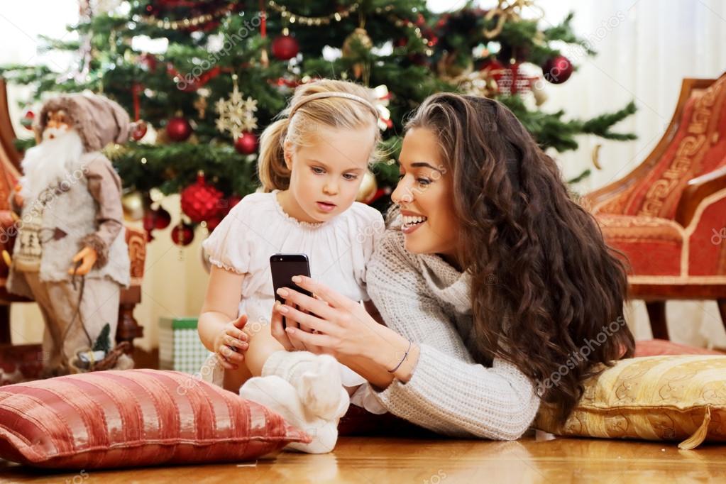 Мамаша научила дочь как получать удовольствие