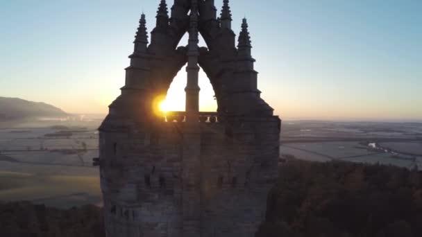 Ripresa aerea del monumento Wallace in Scozia