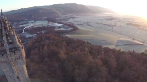 Letecký snímek Wallace Monument ve Skotsku