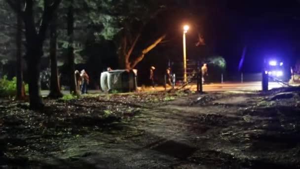 Policejní auto, účast na dopravní nehodě v noci