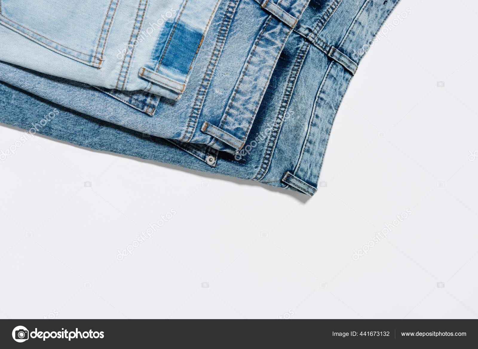 ��ˆ Mujeres Con Pantalon De Mezclilla Imagenes De Stock Fotos Pantalones De Mezclilla Descargar En Depositphotos