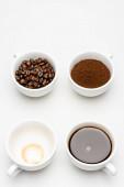 top view elkészített americano közel őrölt kávé és bab csésze fehér