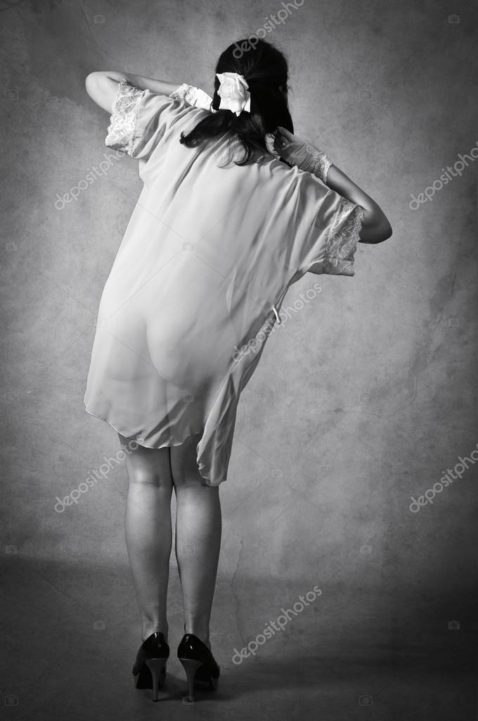 Дівчина в прозорих сукні 83785214d1318