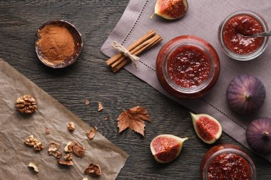 Fig jam and ingredients