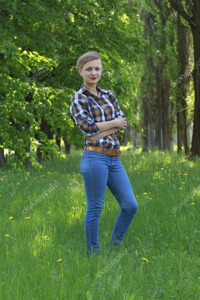 Молодая девка в джинсах фото 13-365