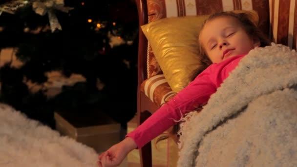 Dívka, odpočívá před Vánocemi