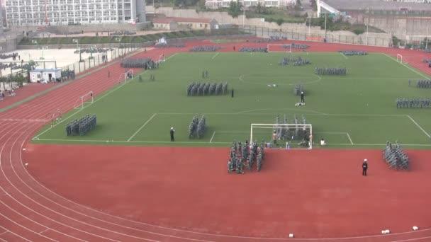 Procvičujeme vojenské vystoupení na kampusu