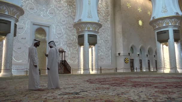 guides inside the Sheikh Zayed mosque