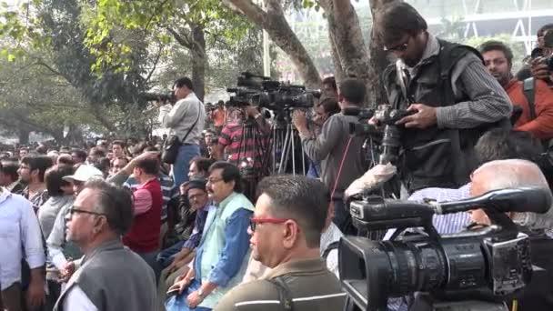 Novináři se shromáždili v politický protest
