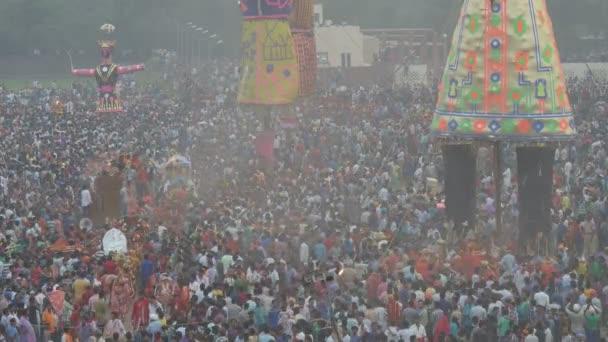 Die Menschen feiern das Ende von Dussehra