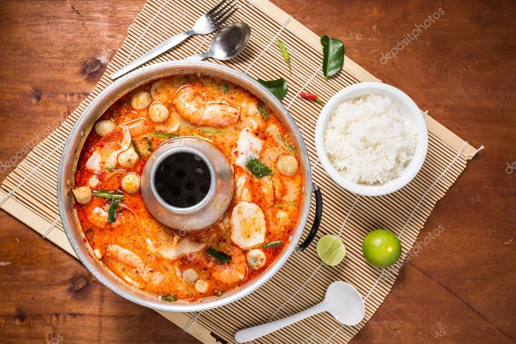 spicy prawn soup or tom yum goong