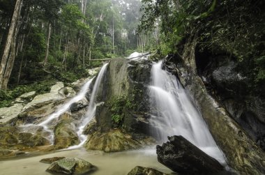 """Картина, постер, плакат, фотообои """"красивый водопад в окружении зеленого леса постеры печать картины фото фотографии"""", артикул 85309312"""