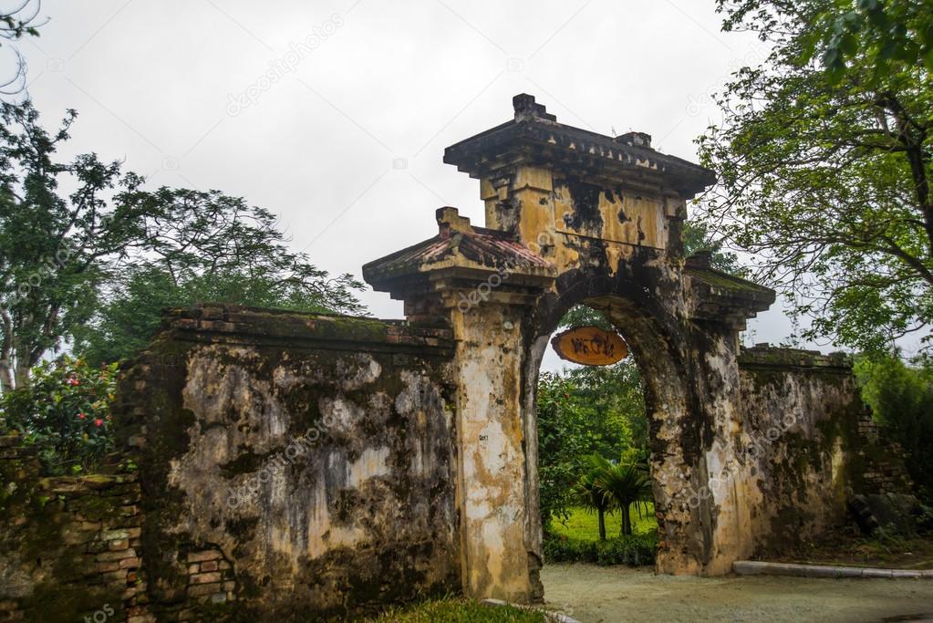 ancienne forteresse porte d 39 entr e hue vietnam photographie a1804 78054248. Black Bedroom Furniture Sets. Home Design Ideas
