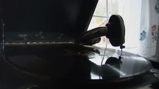 Gramofon 5. mov