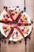 barevné tropické ovoce meloun pizza s kiwi