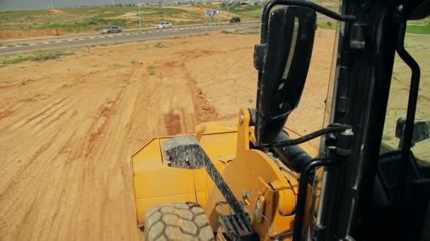 Tahač s buldozer pohybu půdy na staveništi