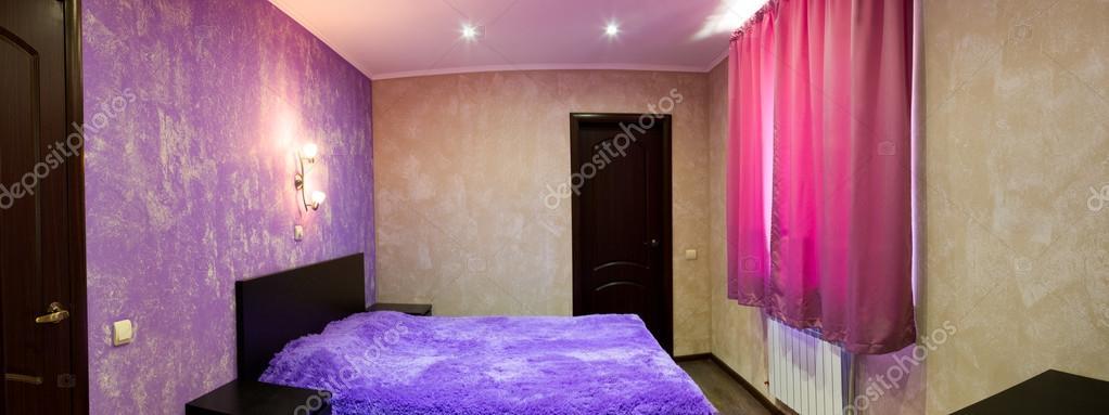 bed in de slaapkamer in tinten van lila — Stockfoto © hdmphoto #84782842