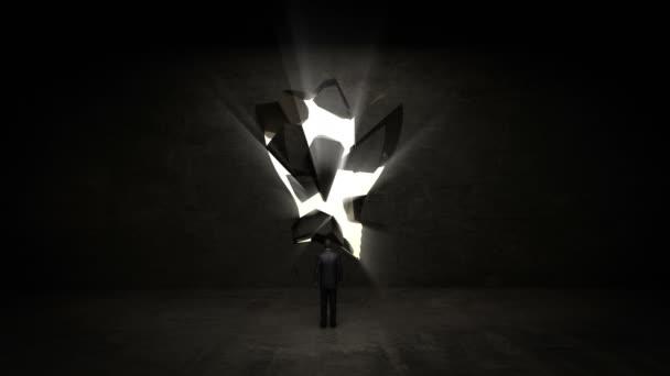 podnikatel, stojící před černou, tvar žárovky, světla, podnikatelský plán a různé graf v černé zdi