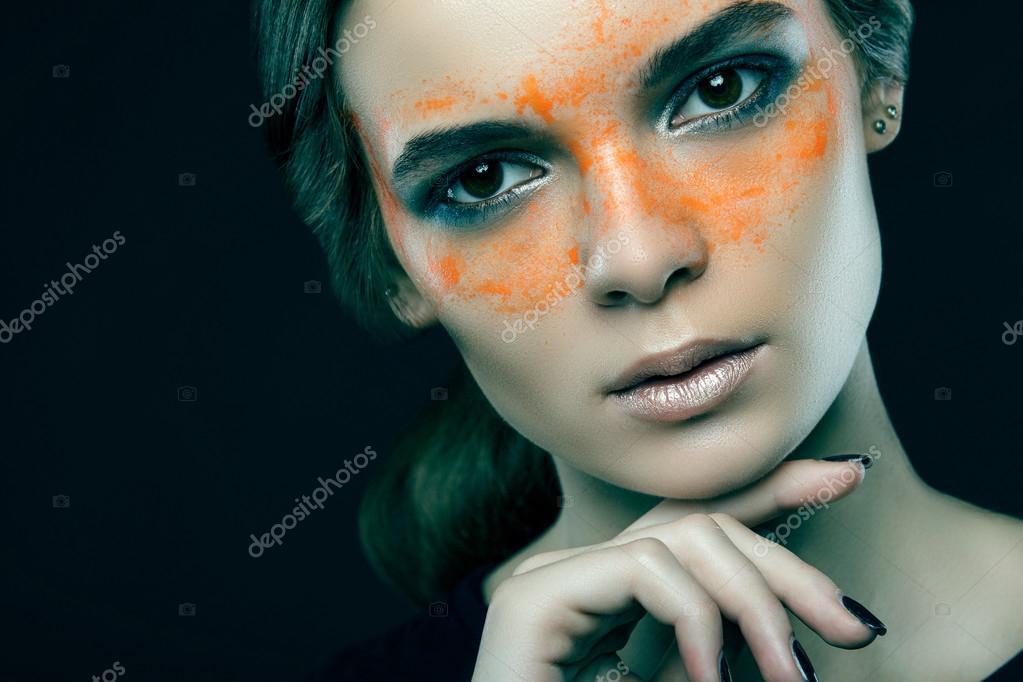 Boya Yüzünde Güzel Bir Kızla Yakın çekim Portresi Ar Stok Foto