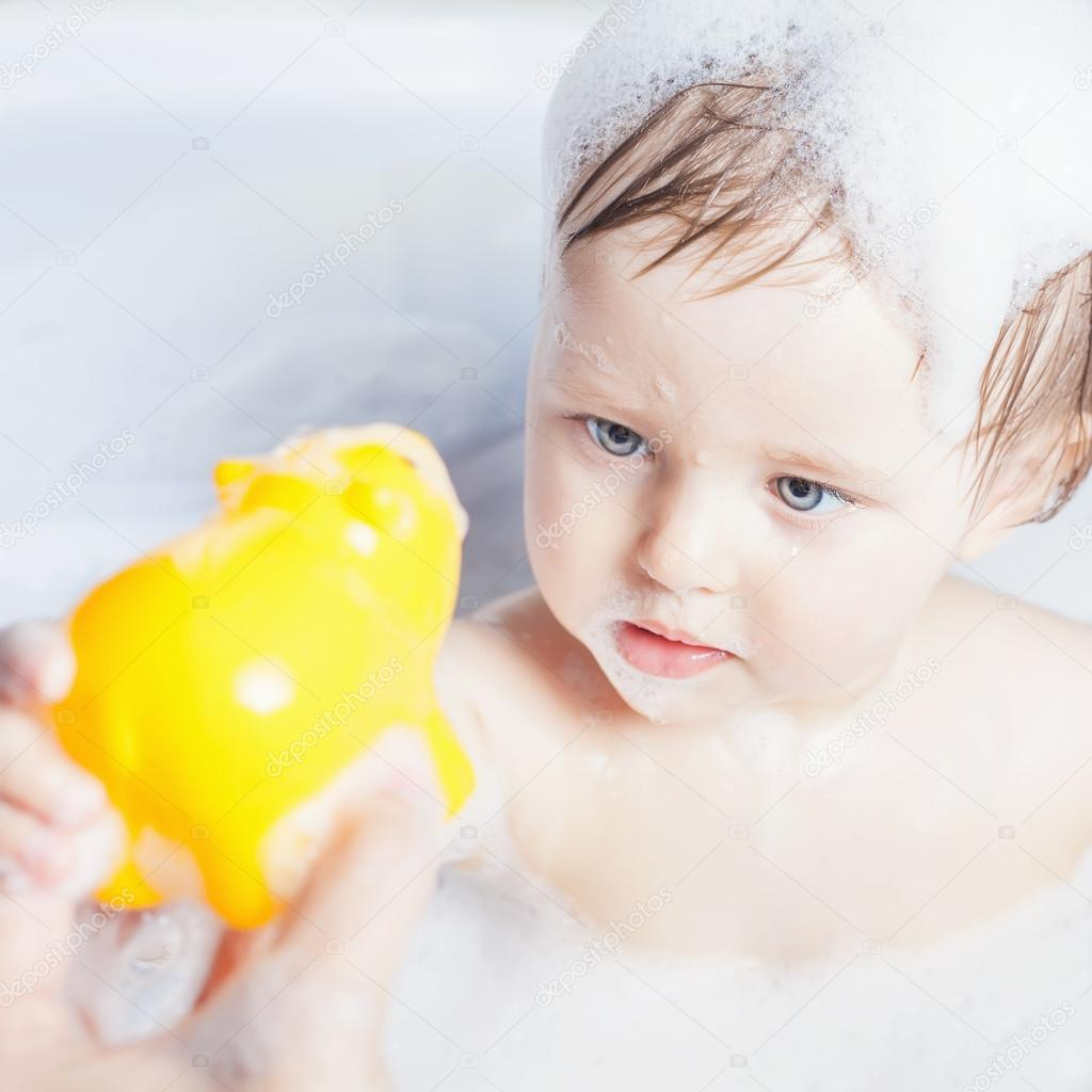 Time for baby\'s bath — Stock Photo © Petunyia #105804102