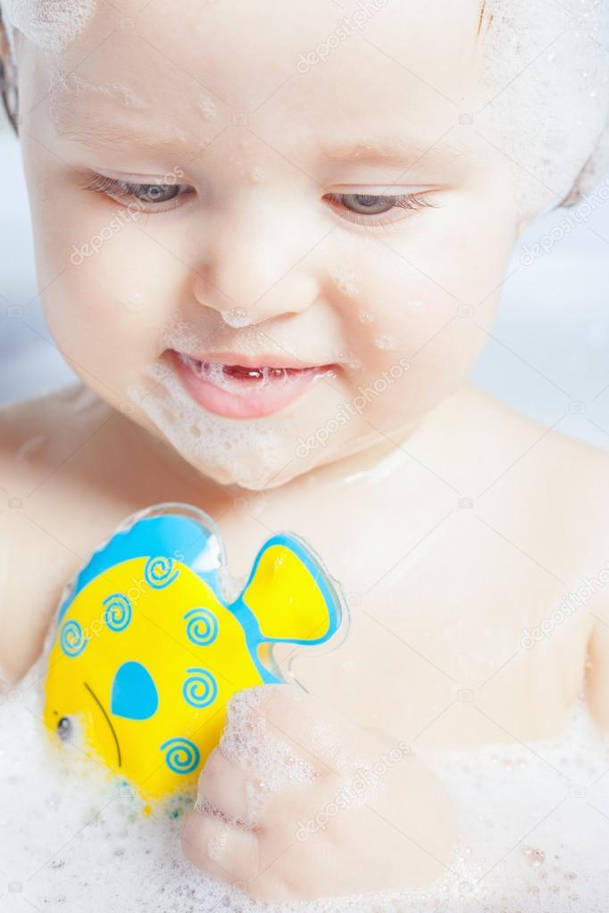 Time for baby\'s bath — Stock Photo © Petunyia #105804122