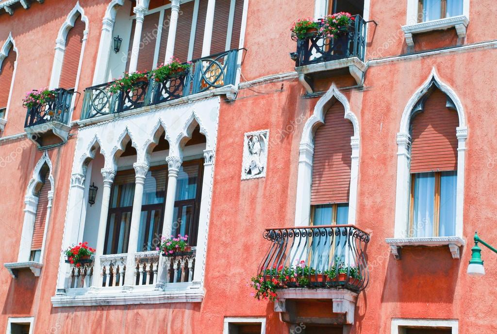 Deel van de decoratie van het huis in venetië u2014 stockfoto © petunyia