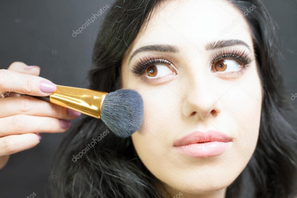 Make Up Kunstler Fur Ziemlich Arabischen Frau Make Up Stockfoto