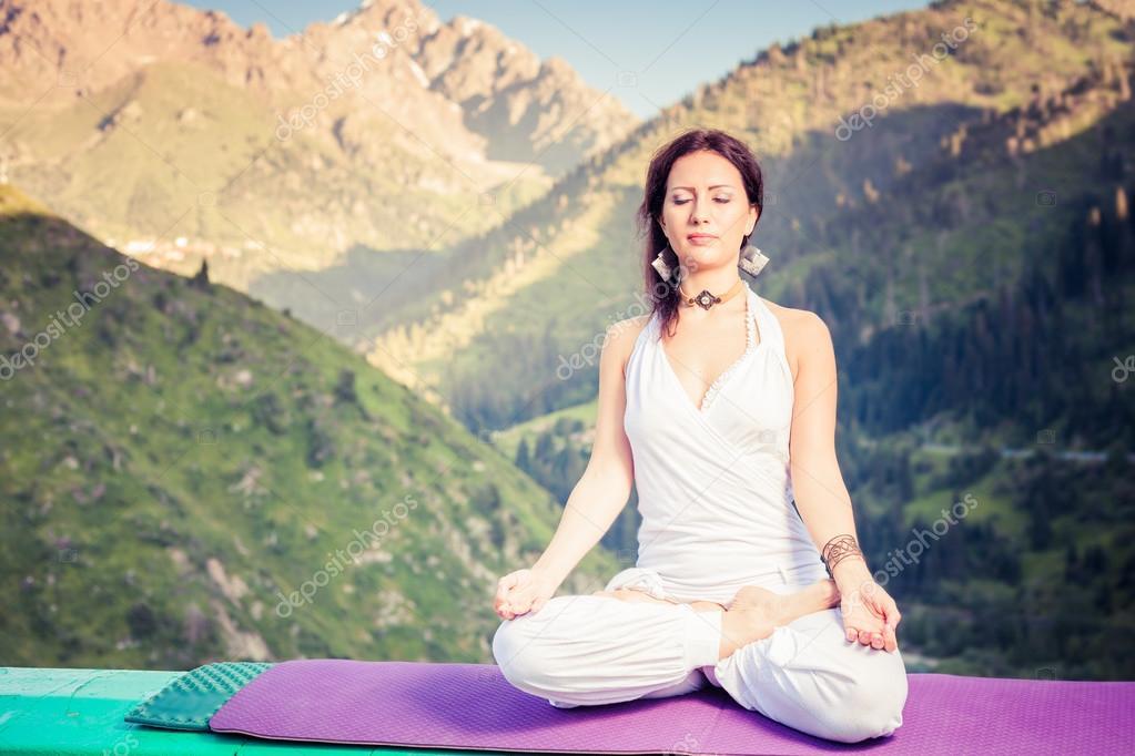 beautiful woman relaxing and meditating outdoor at mountain  u2014 stock fotografie  u00a9 petunyia  81474078
