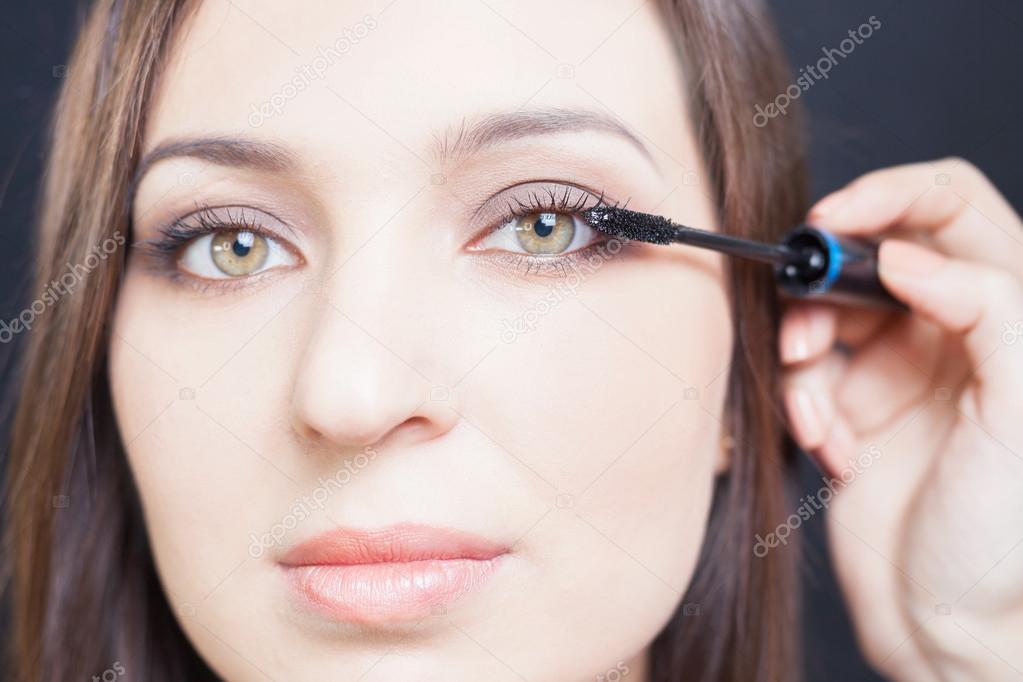 Make Up Artist Du Make Up Fur Schone Arabische Frau Stockfoto