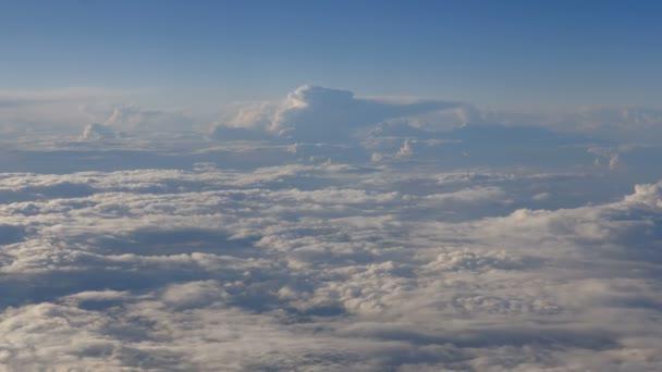 Krásné mraky oknem letadla (Rl Pan, č. 4)