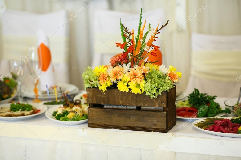 Decorazioni Matrimonio Arancione : Lieta cima matrimonio in bianco e arancio