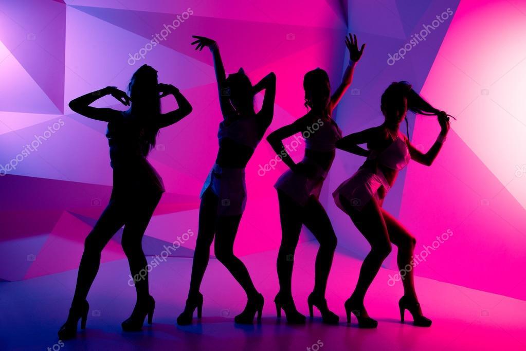 Танцы с участием девушек стриптизрш