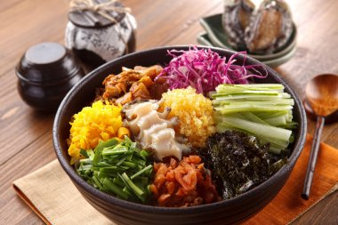 Big bowl of overture albap with squid, seaweed, cucumber, onion