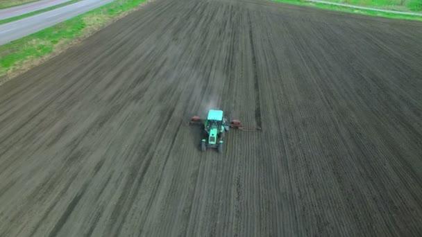 Egy mezőben, hogy a műtrágya traktor