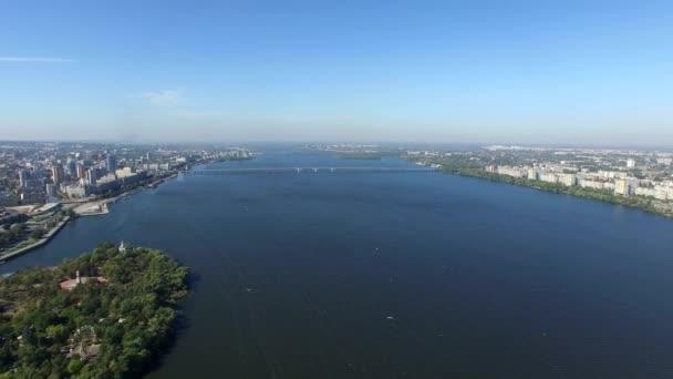 Let do kvadrokoptéry na řece Dněpr. Letecký průzkum