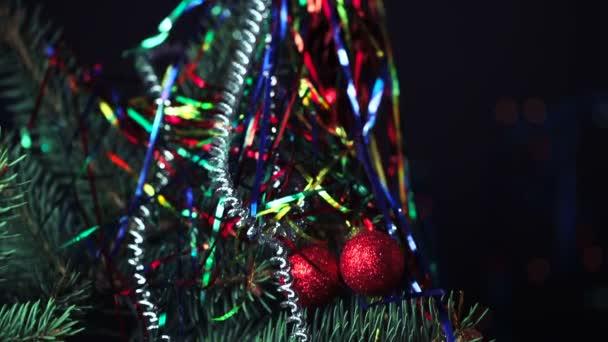 Vánoční stromeček s ozdobami